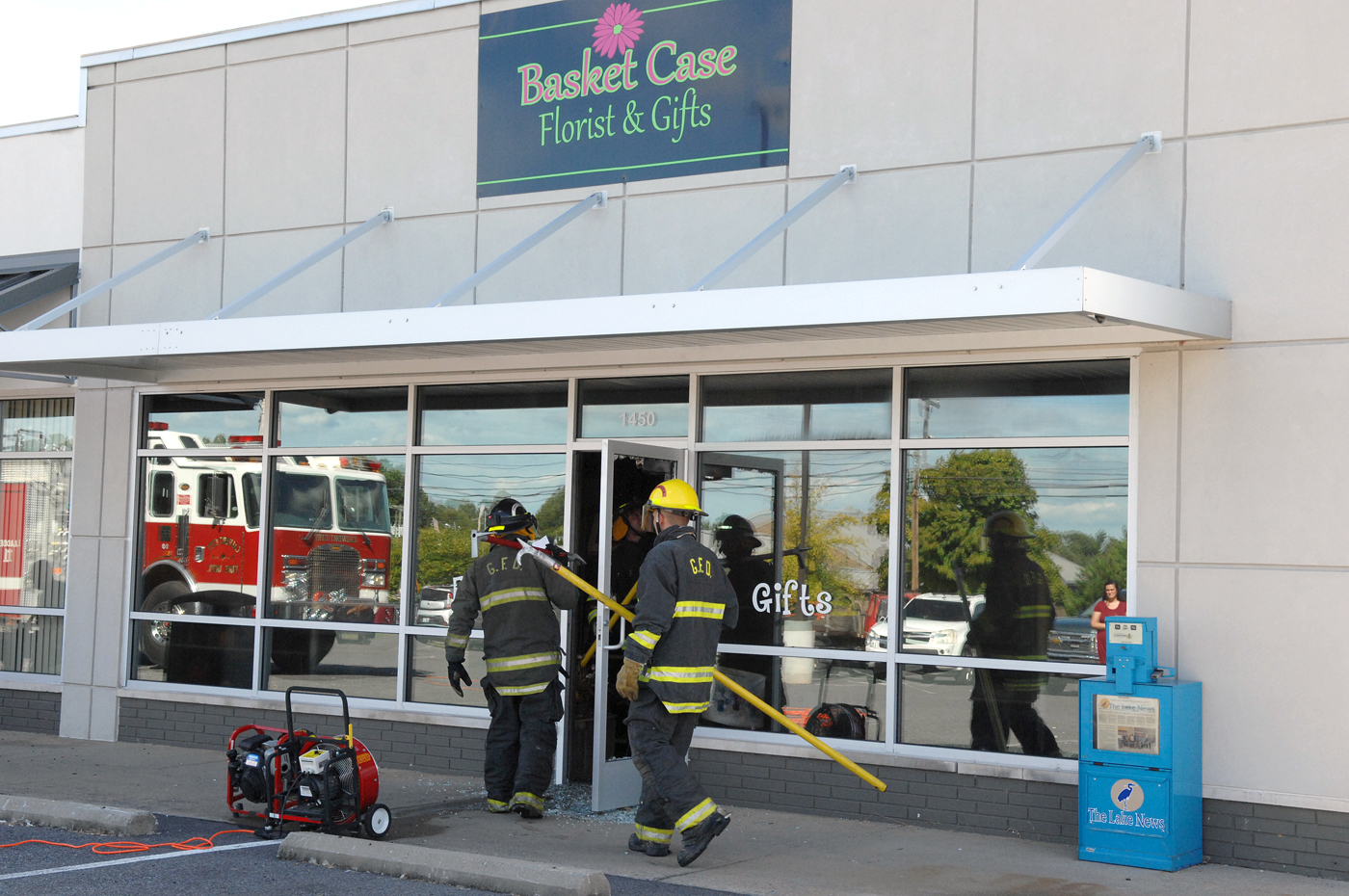 Basket Case Heavily Damaged By Fire Other Businesses Food Giant Re